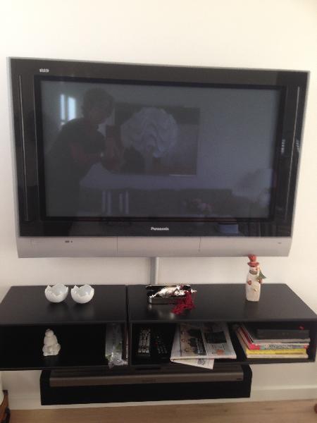 Panasonic fjernsyn - Kirkevænget 1 - Fantastisk 37 Tommer Panasonic fjernsyn sælges pga flytning. Incl. vægbeslag - Kirkevænget 1